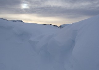 Drooping cornices at the top